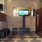 Monitor de TV com Box Truss