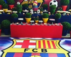 Painel Backdrop e Pista Personalizada Adesiva com tema Barcelona.Confira mais em  www.cs7solutions.com.br @carlossalesoficial #cs7solutions #carlossalesoficial #barcelona #love #like #likeforlike #instagood #photography #photoart #sucessototal #photooftheday #backdrop #painelbackdrop #backdropparafestainfantil #backdropparaevento #backdropparaaniversario